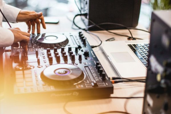 audio-disc-jockey-dj-1493004